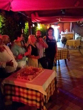 """Massa Lombarda, Italia: Torta offerta da Celestino Costa per l'anniversario della creazione evento """"cene dei single"""""""