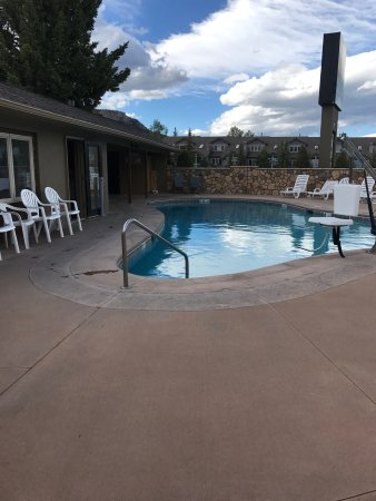 Quality Inn Estes Park: Outside pool and room balcony views