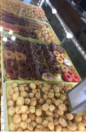 Franklin, KY: Fresh donuts on display