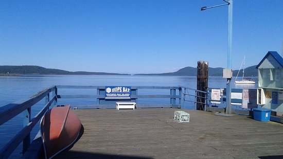 Pender Island, Canadá: View from dock outside the restaurant