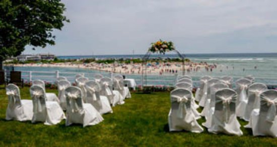 Terrace by the Sea: Elegance awaits the wedding guests