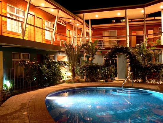 Arenal Rabfer Hotel: Beautiful pool area in the heart of the Arenal Rabfer to cool from la Fortuna pretty warm weathe