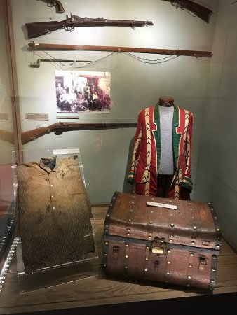 Museum of the Cherokee Indian: Will Thomas' clothes, trunk and gun