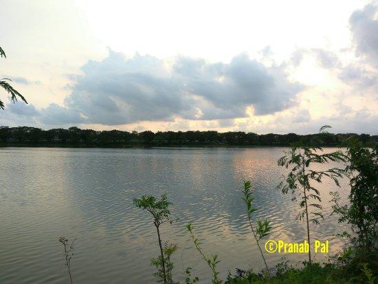 Image of evening sky on Nerul Lake