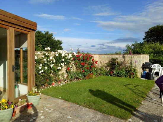 Maugersbury, UK: garden