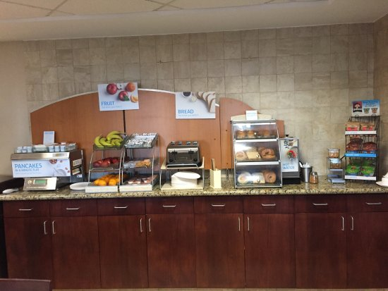 Holiday Inn Express & Suites Bradley Airport: photo2.jpg