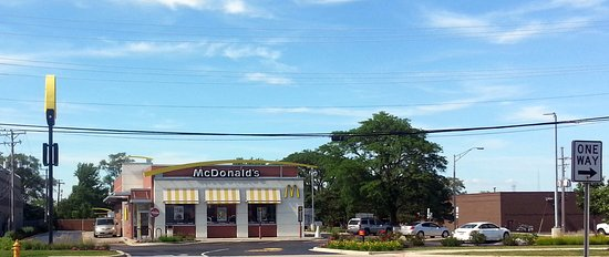 Addison, IL: front of, parking lot and drive-thru exit for McDonald's
