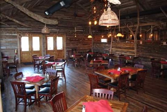 Shell Knob, MO: View of beautiful rustic dining room