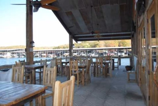 Shell Knob, MO: Spacious and comfortable outside patio seating