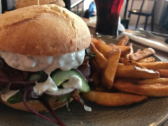Cafe Luna: Luna burger
