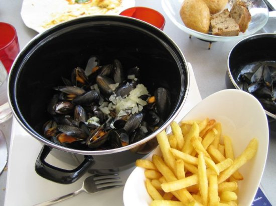 Il Picchio Caffe: Moules marinière with cream, garlic, shallots and white wine