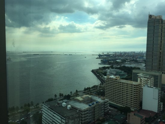 New World Manila Bay Hotel: Our view for 3 days from the 30th floor.😍