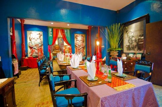 https://media-cdn.tripadvisor.com/media/photo-s/0f/98/ac/3f/china-blue-dining-room.jpg