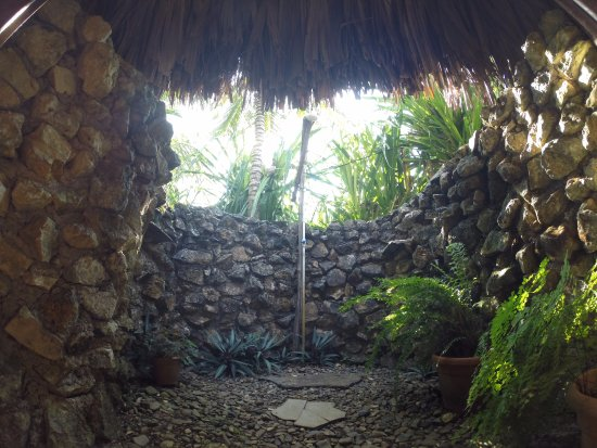 Punta Gorda, Belize: Outside shower