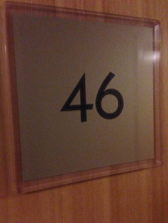Premier Inn Wirral (Heswall) Hotel: Room signage