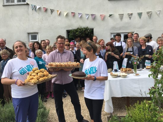 Axminster, UK: I had my Big Birthday dinner in the barn and in the afternoon Hugh was there for Big Walk for Jo