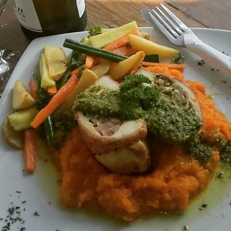Grabouw, Южная Африка: Stuffed chicken breast with basil pesto