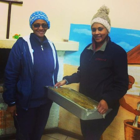 Grabouw, Южная Африка: The Orchard Farm Stall donating food to victims of the Cape Storm at Rooidakke soup kitchen