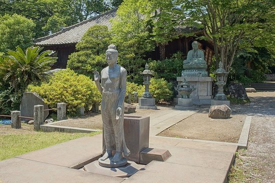 Ota, Japan: 前が観音様でうしろに大仏が見えます