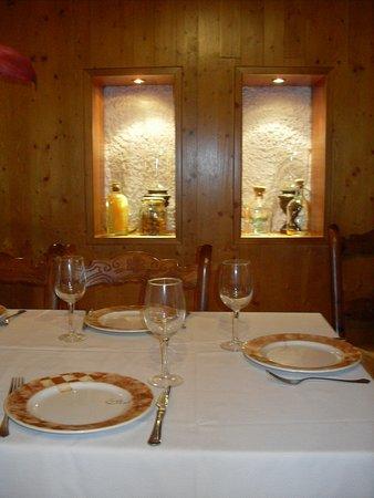 "Monachil, Spania: Rincón de la sala del Restaurante ""Casa Fernando""."