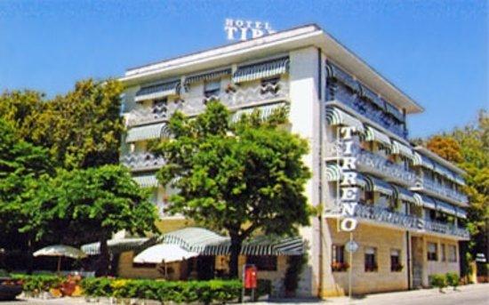 Excellent Location Review Of Hotel Tirreno Forte Dei Marmi Italy Tripadvisor