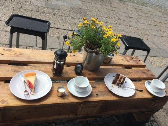 Neubrandenburg, Alemania: Sehr leckerer selbstgemachter Kaffee und Kuchen . Die Besitzer sind sehr gastfreundlich !!!!  Hi