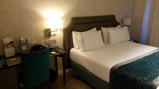 Eurostars Casa de la Lírica: Bed area