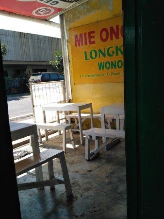 Mie Ongklok Longkrang: inside