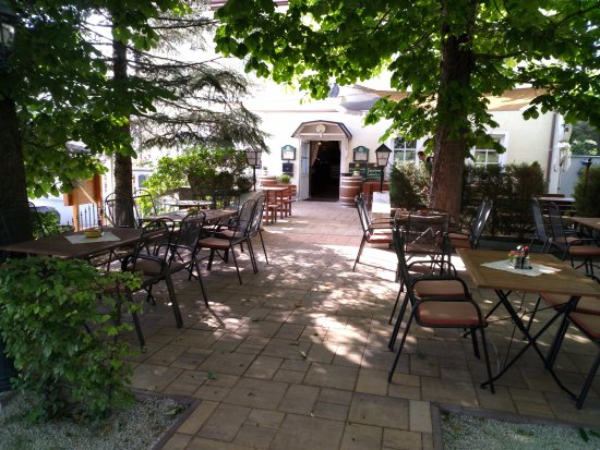 Mayerling, Austria: Gastgarten