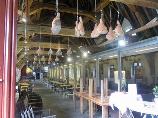 Oudenaarde, België: within the Meat hall, note hanging meat being cured