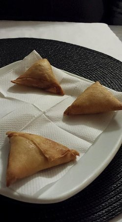 Gojo Ethiopian Restaurant: Yesga Sambusa- very tasty! Pastry shell with ground beef and spices