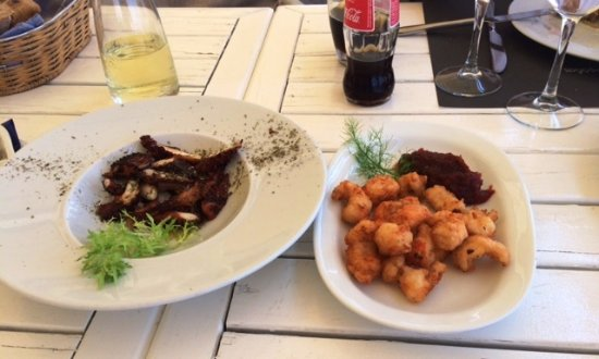 Nikolas tis Schinoussas : Grilled octopus & Fried shrimps