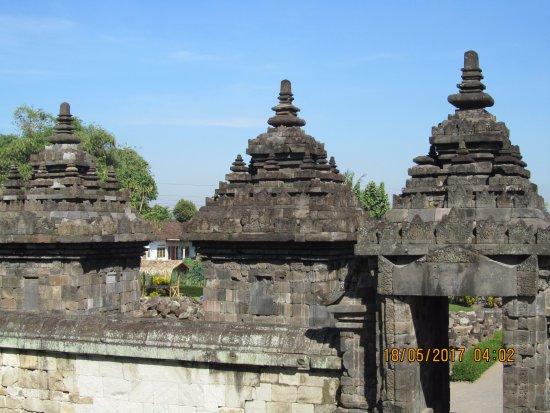 Temple de Prambanan : altre cupole dei templi minori