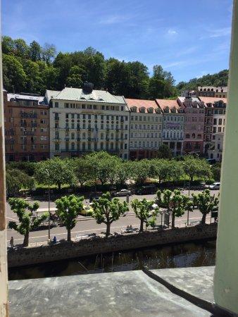 EA Hotel Mozart : вид из номера на реку очень красивый
