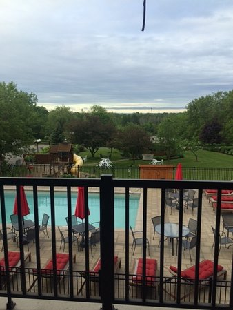 Sainte-Marthe, Canadá: Pool view from balconey