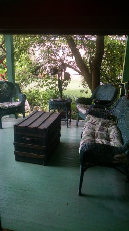 Gate City, VA: sitting area outside