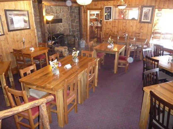 Twin Lakes, Kolorado: The Dayton Room is a casual, relaxing setting where diners enjoy our Colorado Comfort food.