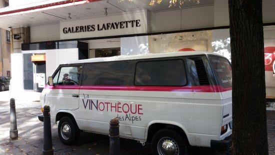 Seyssins, ฝรั่งเศส: Organisation d'événements avec le Combi de la Vinothèque des Alpes