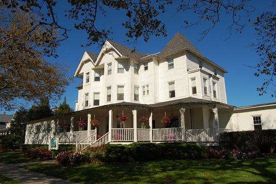 Whispers Restaurant : Victorian Hotel