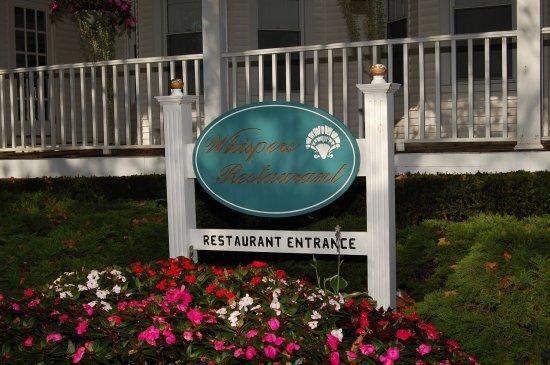 Whispers Restaurant: Entrance porch