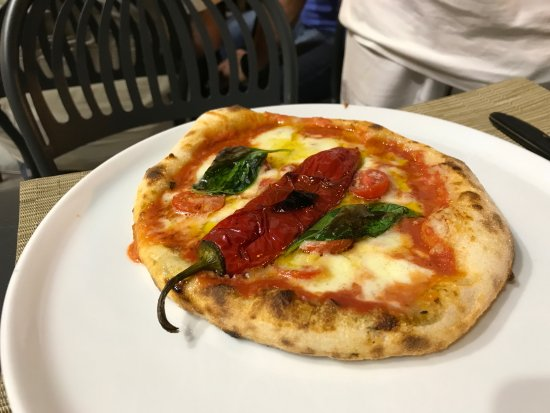 Бра, Италия: Pizza contro il malocchio !