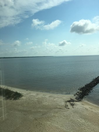 Bay Saint Louis, MS: Great view from our room at Silver Slipper. We have stayed here twice and had great rooms twice.