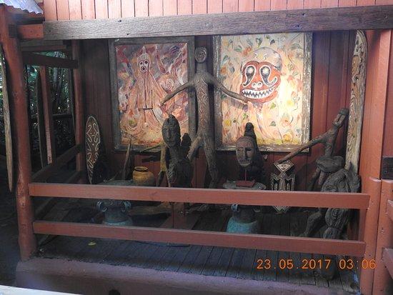 Green Island, Australia: Magnificent range of carvings & ancient Primitive Tribal art from Melanesia region