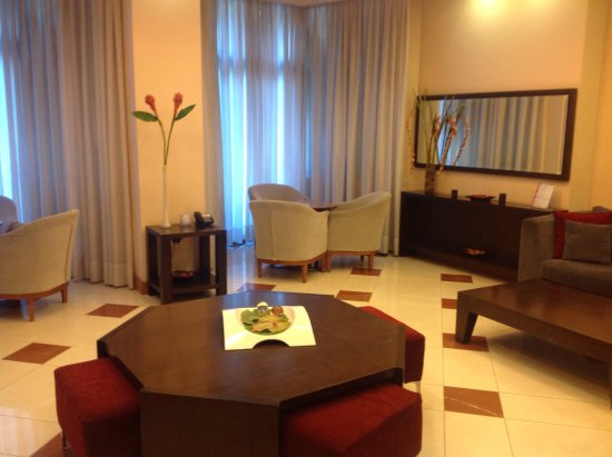 Centrotel Hotel: Foyer lounge area