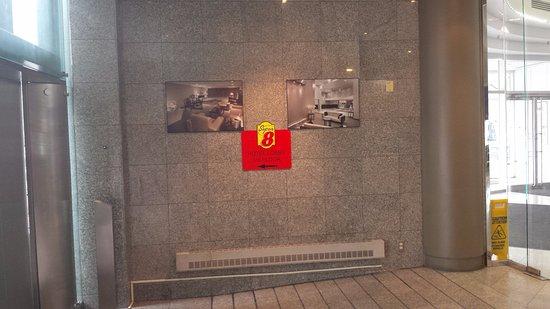 Super 8 Downtown Toronto: Hoteleingang (zum Fahrstuhl)