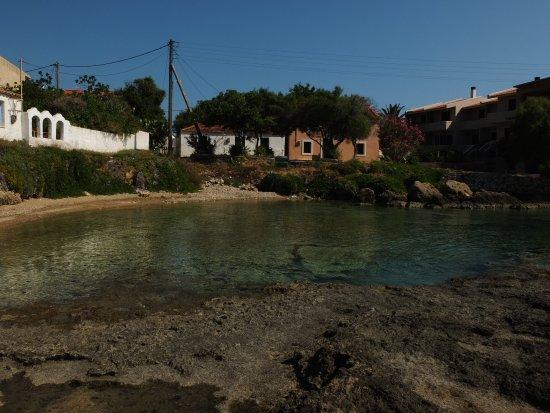 Archangelos, Greece: la piccola spiaggia e il Lakonia Bay sulla destra