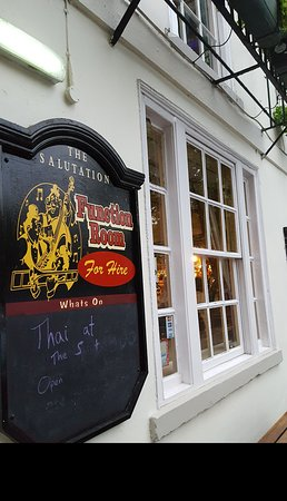 The Salutation: Great real ale pub.