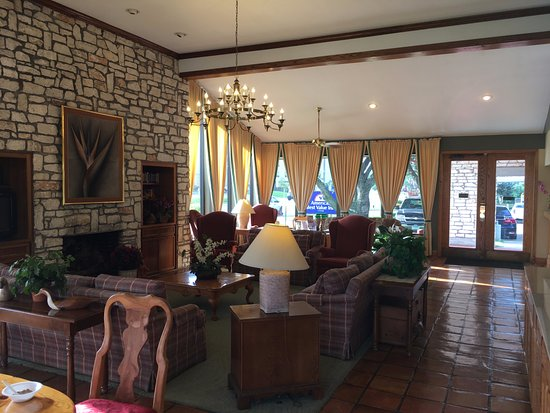 Columbus, TX: Lobby as seen from the breakfast area
