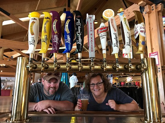 Chippewa Falls, WI: Montana meets Leinie's Lodge