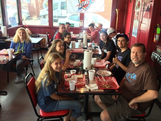 Pappy's BBQ: Hillview Christian Church mission team